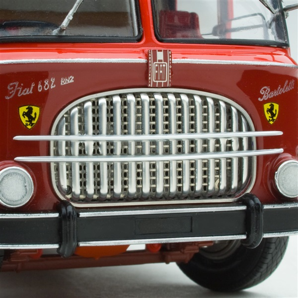Transport Ferrari: 1961 Exoto Bartoletti 682 Race Car Transporter